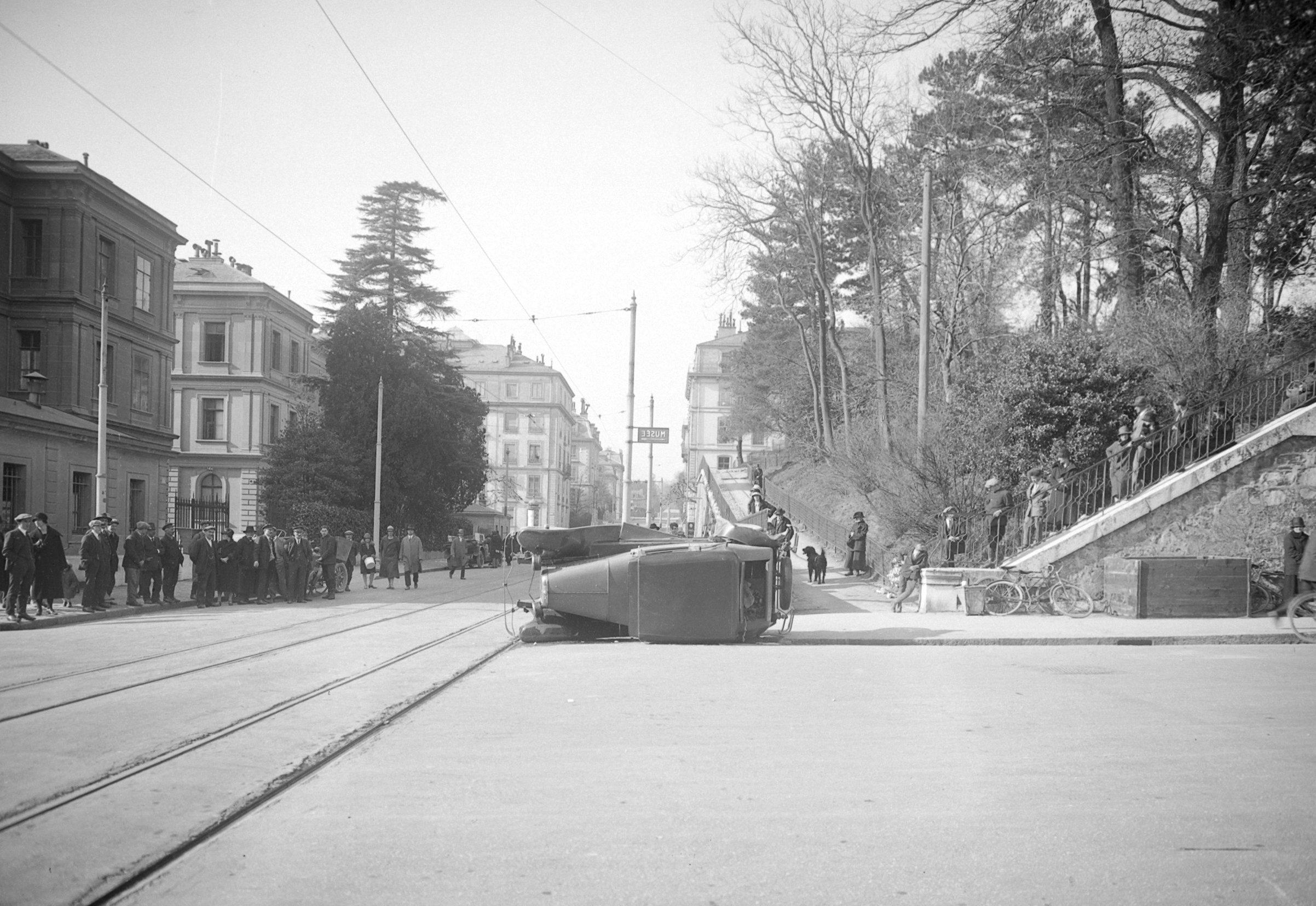 Accident Au Boulevard Helvu00e9tique En 1922 Archives Du Musu00e9e De La Police | Autrefois Genu00e8ve